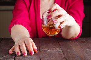 Wechseljahre und Alkohol: Passt das zusammen?