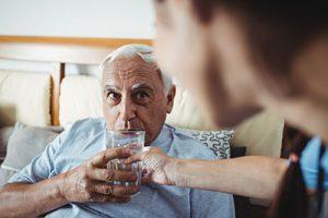 Wie Trinken gegen altersbedingte Beschwerden hilft