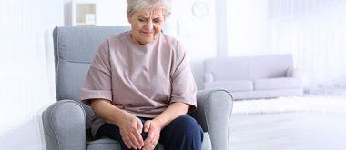 Warum Arthrose häufig bei älteren Frauen auftritt
