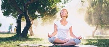 Hypnose, Yoga und Achtsamkeit zur Überwindung von Wechseljahrsbeschwerden