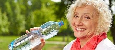 Dehydrierung: Ältere Menschen sind höhrerem Risiko ausgesetzt