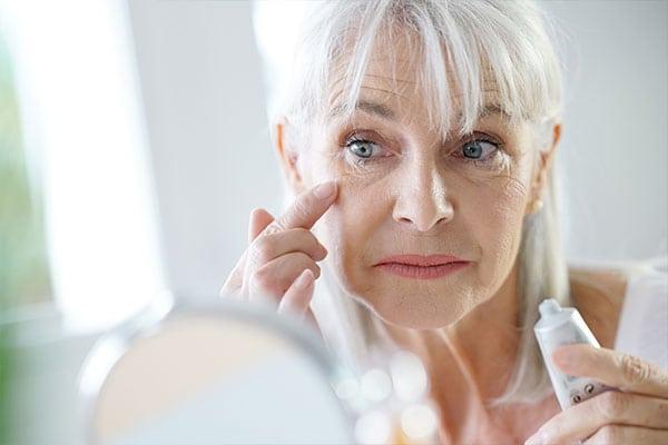 Kehren Sie den Alterungsprozess um, indem Sie die Falten in den Zellen glätten