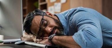 Wie Sie im mittleren Alter Müdigkeit auf natürliche Weise bekämpfen
