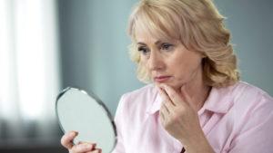 Wie sich wechseljahrbedingte Hormonschwankungen auf die Haut auswirken 1