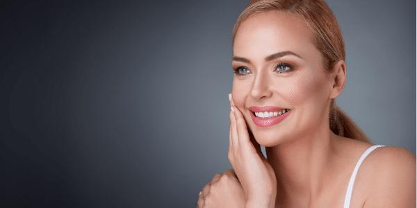 Wie sich wechseljahrbedingte Hormonschwankungen auf die Haut auswirken