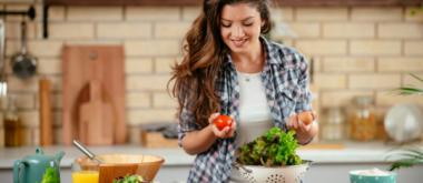 Keto vs. Chrono-Diät: Wie die Ernährung Wechseljahrsbeschwerden beeinflussen kann