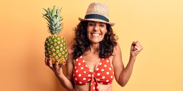 Zeichen des Alterns mit Ananas bekämpfen