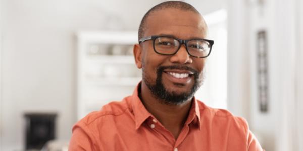 Viele Männer wissen nicht, dass ein niedriger Testosteronspiegel für Altersbeschwerden sorgen kann